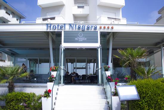 http://www.hotelniagarajesolo.it/wp-content/uploads/2018/08/hotel-fronte-mare-jesolo.jpg